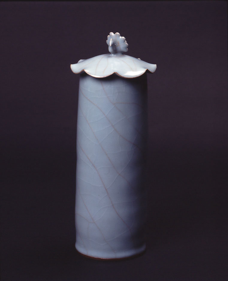 青磁孔雀飾り筒